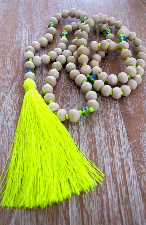 Blanc pompon en bois collier Long en bois perlé par ljcdesignss