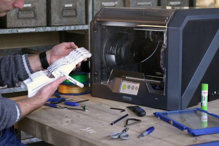 #3Dprinting 3D printing a mechanical hand on the Dremel DigiLab 3D printer. Photo via Dremel.