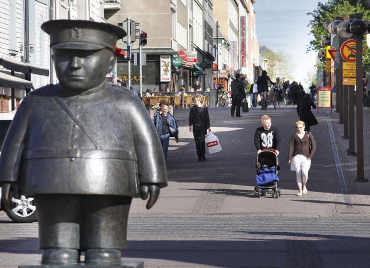Oulu policeman on a marketplace, Oulu