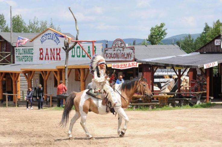Chcecie przenieść się na Dziki Zachód – do świata szeryfów, rewolwerowców i poszukiwaczy złota?  Polecamy wybrać się do Western City w Ściegnach niedaleko Karpacza. To świetny pomysł na weekend!   Więcej na: http://www.nocowanie.pl/noclegi/karpacz/muzea/143033/