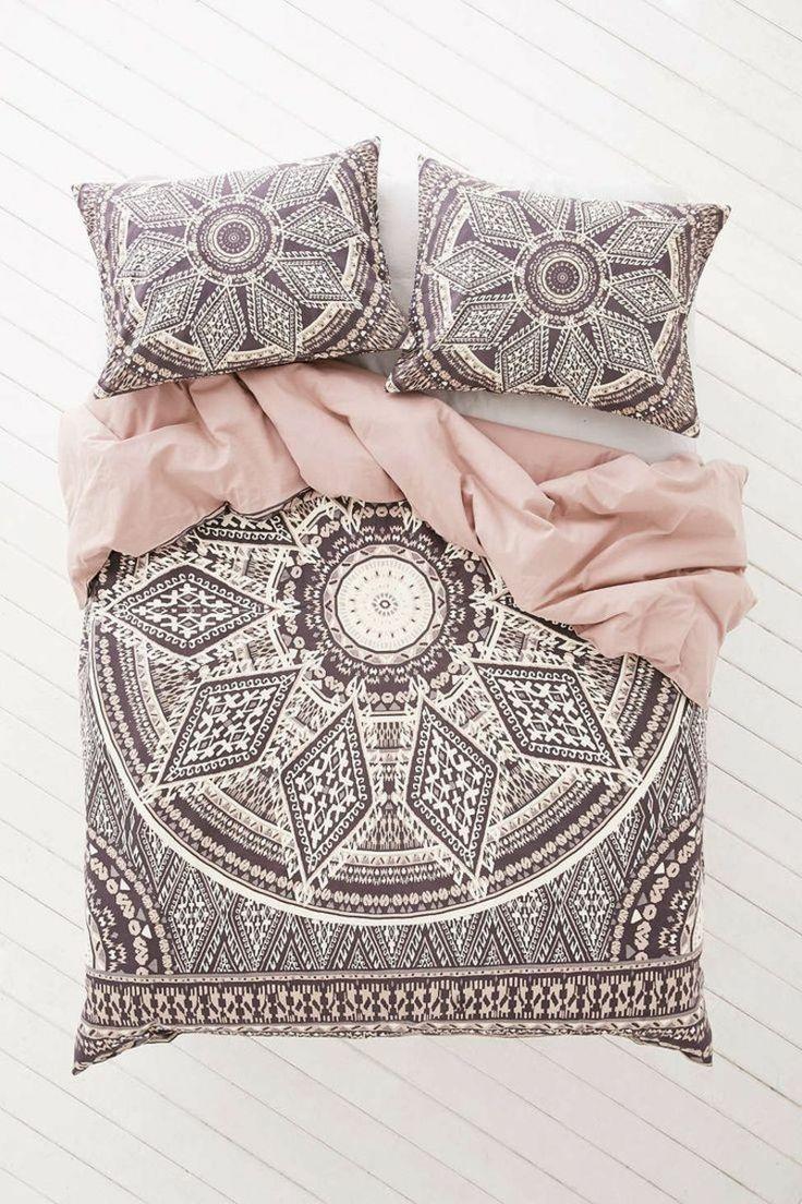 Bohemian Look für das Schlafzimmer: Bettwäsche in rose und braun mit Ethno Muster