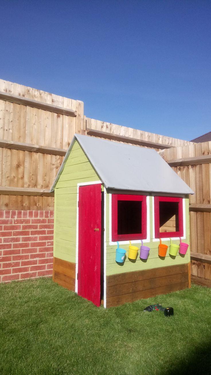 Kids pallet playhouse