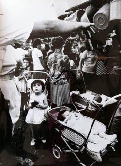Xavier Miserachs 'Festes de Gràcia, Barcelona, 1964. Sèrie: Barcelona Blanc i Negre', ca. 1964