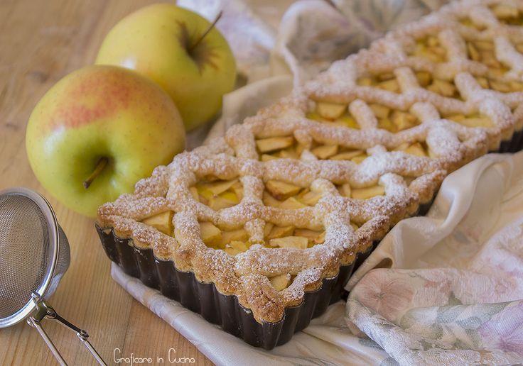 Crostata con crema pasticcera e mele, dolce semplice e delizioso, da offrire a merenda o a fine pasto. Dolce che vi farà fare un figurone!