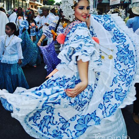 Galería Desfile de las Mil Polleras. #visitpanama #panamá #trip #travel #picture #travelgram #travelers #destiny #vacation #awesome #mipanama #instalike #bbctravel #atp #tourism #tourist #visit #herrera #chitre #tradicion #folclor #milpolleras #azuero #amorporlapollera #encajevalenciennes #tembleques #joyero #lujo #pollera