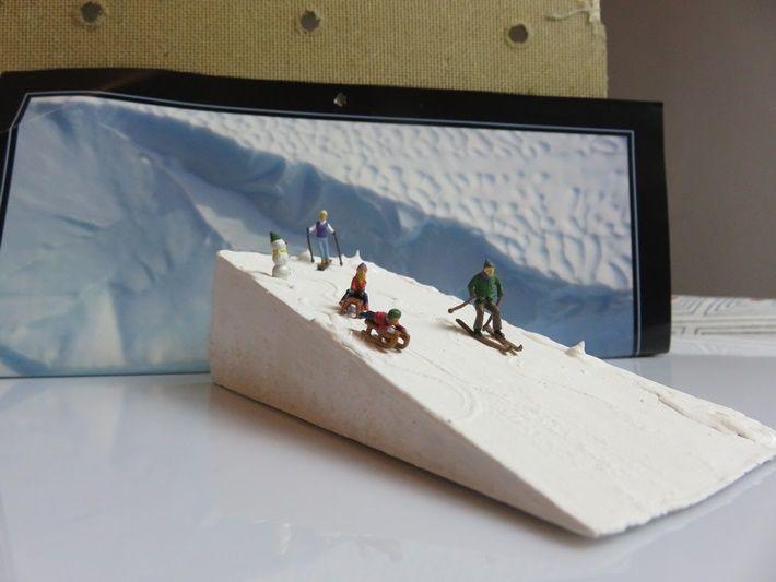 DIY mit Miniaturen im Schnee (Türstopper/Türkeil) - DIY with miniature figures (doorstop) / by DIY vonKarin