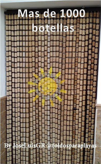 interesante reciclar corchos de las botellas de vino para fabricar cortinas de puertas.DECORACION TROPICAL