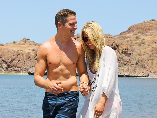 People magazine ran a story about E! News host Jason Kennedy's visit to Villa del Palmar at the Islands of Loreto with Lauren Scruggs. Here it is! http://www.people.com/people/article/0,,20728660,00.html