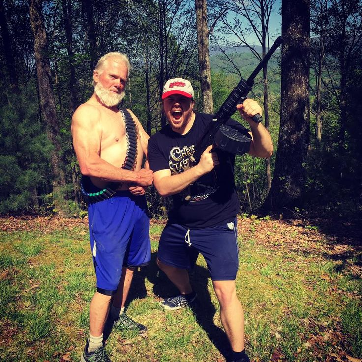Hahahaha Suns out guns out !! Hope y'all have a killer weekend ❤Shout out to my Pops rocking the #Amish beard !!  #tennessee @chrisstapleton #guns #weekend #goodvibes #rambo #family #redneck