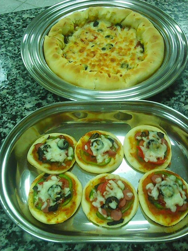 Resep Pizza Mini Sederhana Tanpa Oven Enak Resep Pizza Mini Praktis Tanpa Oven Ini Sangat Digemari Karena Mudah Dibuat Dan R Makanan Dan Minuman Resep Masakan
