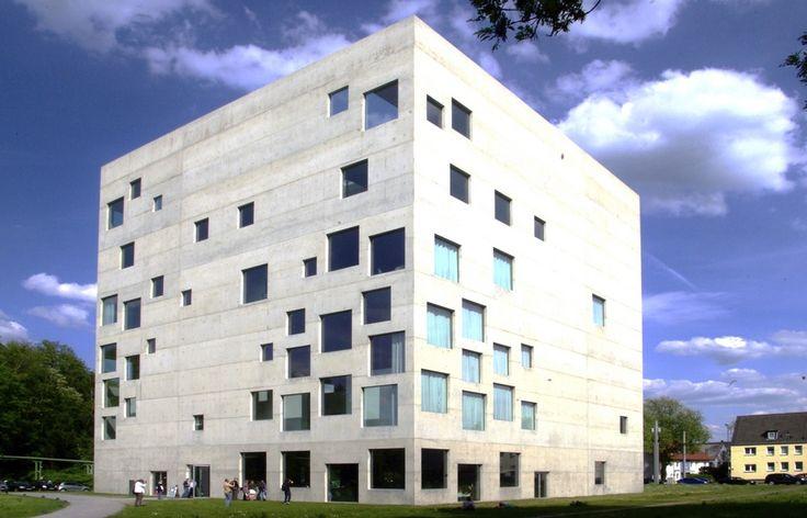 Designschule Zollverein Sanaa -->Das Fenster als Schwellenkörper, keine Geschosse von außen erkennbar