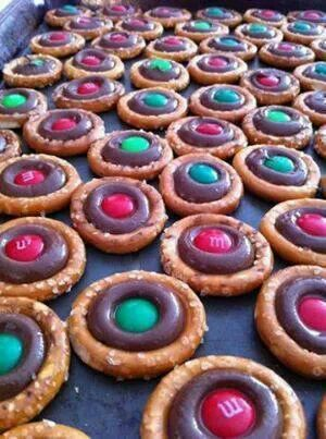 Christmas pretzel cookies