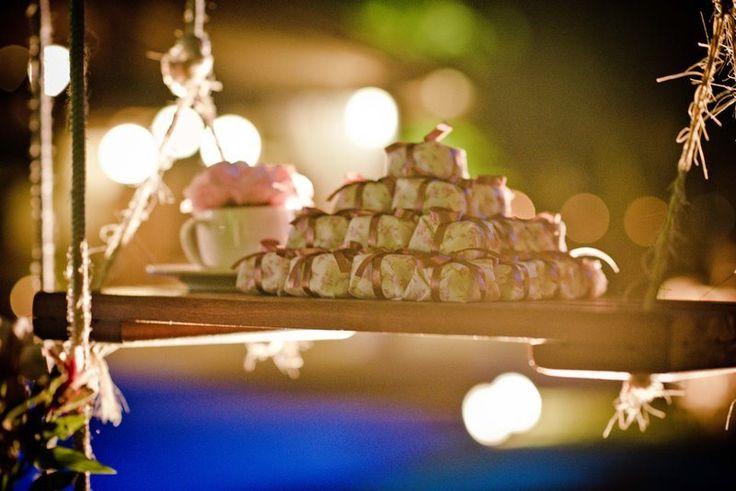 Brownies suspensos em balanços por Elvira Bona - casamento Isabela e Rodrigo