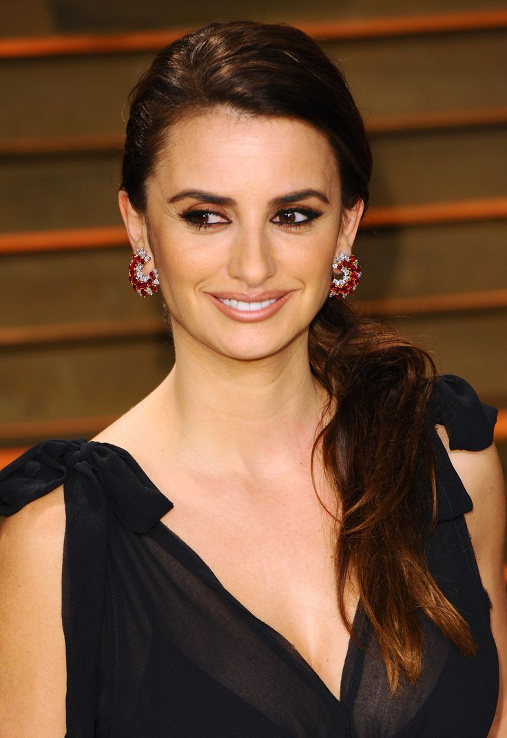 Want a fun, pretty style that's easy enough for beginners? Try a side ponytail like Penelope Cruz's to keep any black tie outfit from looking too mature or severe.  - GoodHousekeeping.com