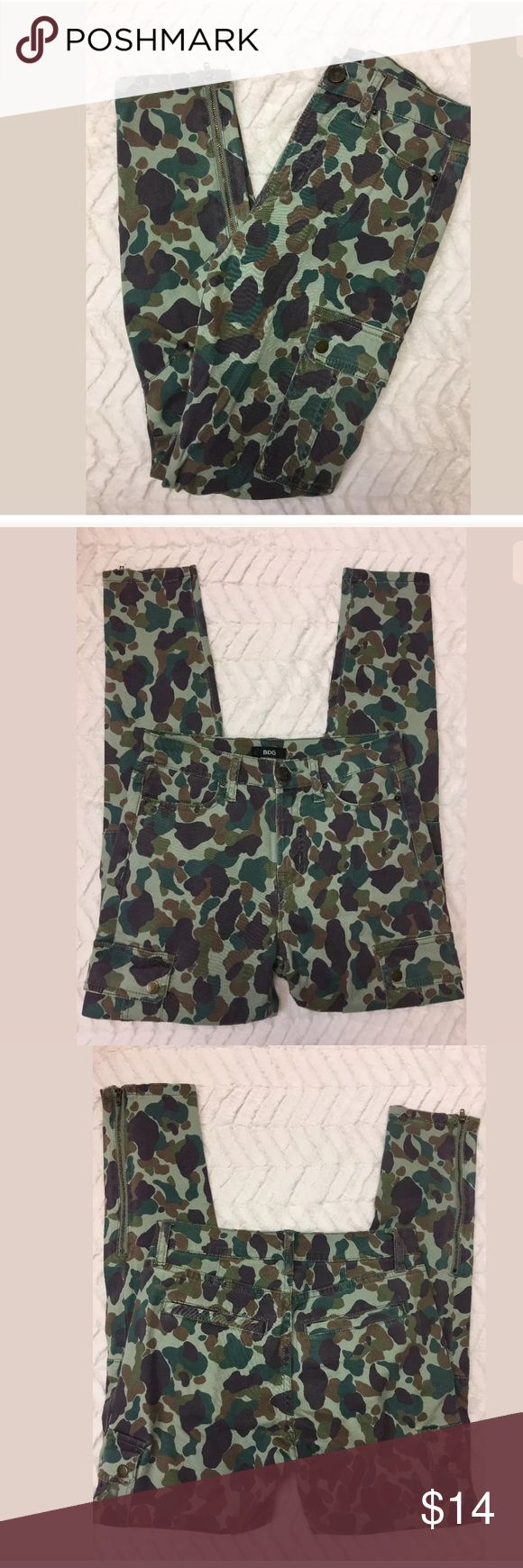 BDG Urban Outfitters Ankle Camo Jeans Pants Skinny BDG Urban Outfitters Ankle Womens Camoflauge Camo Jeans Pants Skinny Sz 25  Jeans are in excellent MINT condition with no flaws! BDG Pants Skinny