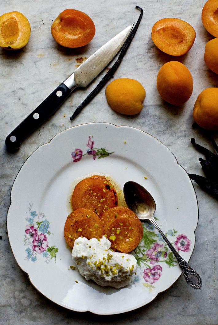 Apricots rôties et crème chantilly pistache(roasted apricots with pistachio cream) | mimi thorisson