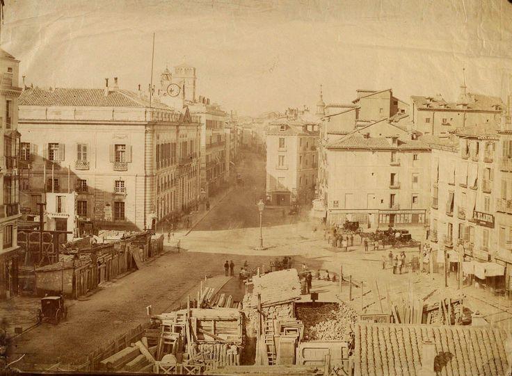 Puerta del Sol  durante el inicio de los derribos previos a la reforma, 1857  Ch.Clifford. Museo Municipal de Madrid.