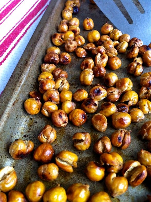 Roasted Garbanzos and my foolproof technique for a crunchy, golden (and a little salty!) snack