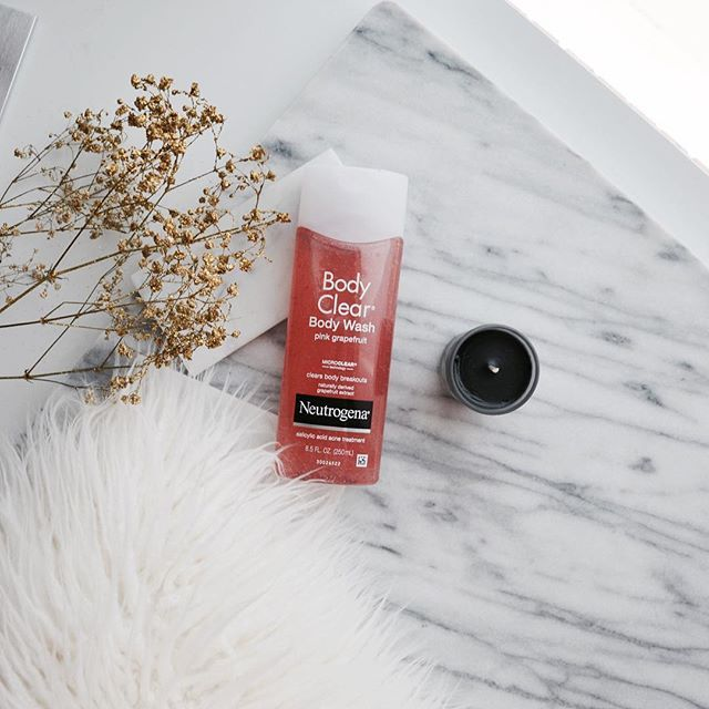 IG Credit @makeupsessions - The Neutrogena Body Clear Body Wash Pink Grapefruit has micro-granules to help with gentle exfoliation while cleansing the body. The scent is of pure grapefruit, so super fresh and citrusy. Love!