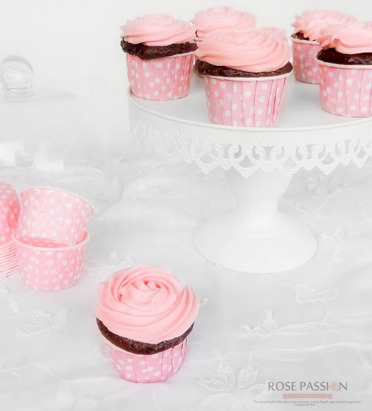Cupcake al cioccolato con rose al burro