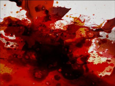 """""""La pelle della bimba, ormai completamente bianca, inizia a macchiarsi di viola. Dal naso e dalle palpebre il sangue cola come da una ferita aperta."""" Luca Rossi: Emozioni nella Nuvola - Serie 3 - IV episodio http://www.lucarossi369.com/2013/09/emozioni-nella-nuvola-serie-3-iv.html"""