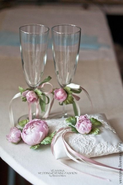 Комплект свадебных аксессуаров `Розовые пионы`.