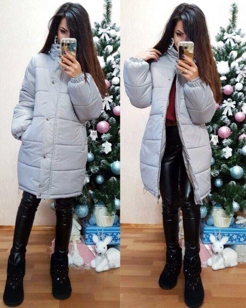 Женская зимняя куртка удлиненная свободного кроя светло-серая