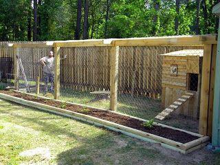 Hühnerstall mit Auslauf; Garten.