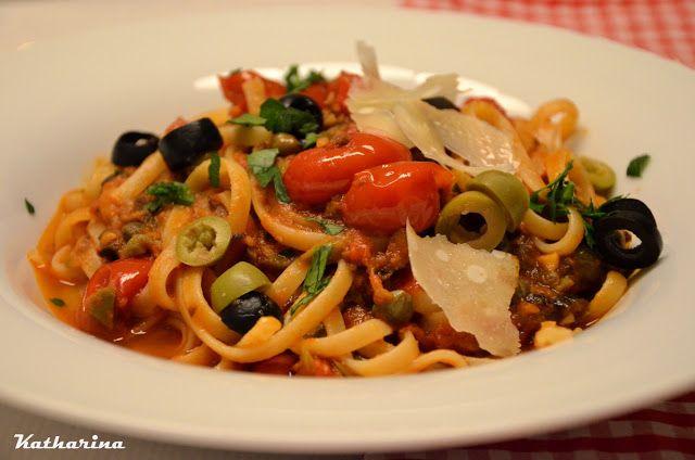 Salzig-scharfe Spaghetti mit Oliven und Sardellen | Katharina kocht