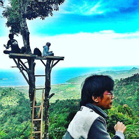 kabartrenggalek - Puncak gembes Munjungan #omahkayu #landscape #nature #hill #bluesea #trenggalek  #kabartrenggalek by clik_clus