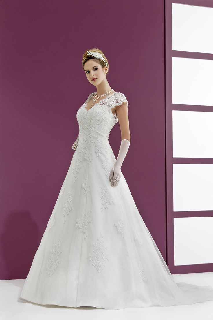 ... mariées de rennes  Inspiration robe de mariée  Pinterest  Rennes