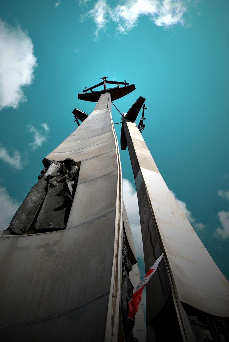 Blog jak Malowany » Widok na niebo   Pomnik Poległych Stoczniowców by Ana Matusevic  #ilovegdn