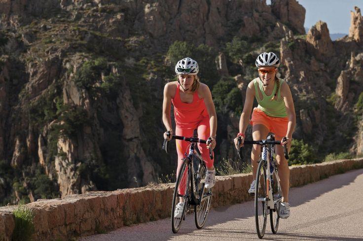 Marion Rousse et Pauline Ferrand-Prevot. En piste avec nos championnes! - En Corse, deux de nos cyclistes les plus titrées ont roulé juste pour le plaisir. Le vélo au féminin prend un nouveau virage. Et si vous vous y mettiez? -Paris Match