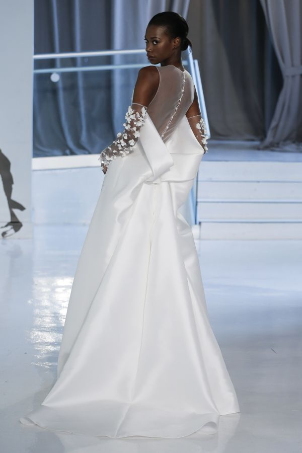 Unique Peter Langner couture wedding dress: http://www.stylemepretty.com/2017/04/24/peter-langner-spring-2018-celebrates-25-years-in-bridal-couture/ Photography: Dan Lecca