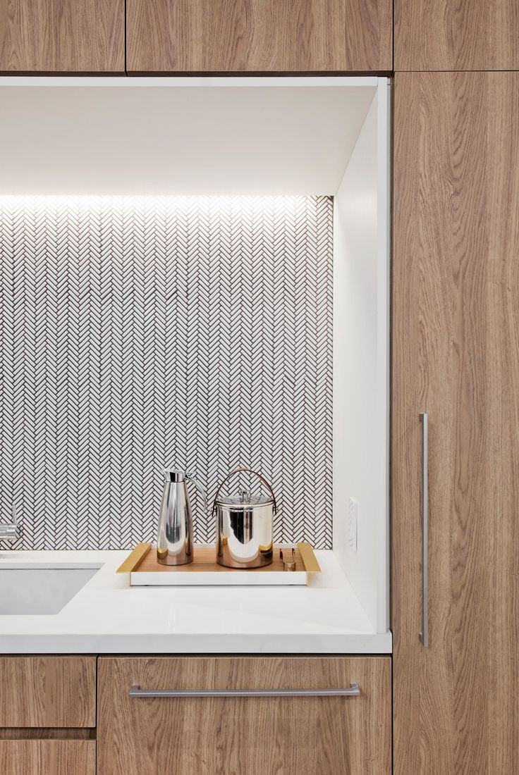 New York, NY Tasked with designing a new office space for two financial clients, Fogarty Finger in collaboration with Kevin Dumais sought to bring an air of residential quality to the commercial en…