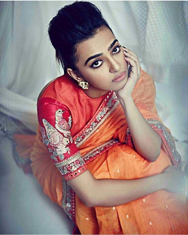 Radhika apte looks stunner in sabyasachi saree #sareelove #sequin #sareeday #saree #sari #indianbride #indianwedding #radikaapte