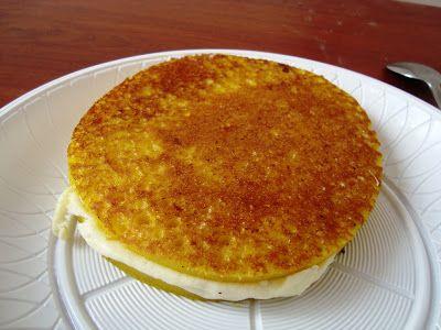 La arepa de chocolo o choclo también es típica Paisa, su base principal es el choclo o mazorca del maíz tierno molido. Esta arepa ya es t...