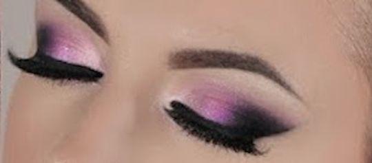 El color de sombra juega un papel vital en el resultado final de un maquillaje de ojos. Aqui tenemos tres maquillaje que básicamente utilizan la misma técnica de maquillaje en el mismo color de ojos, un marrón pardo. Los tres usan iluminador en el arco de la ceja, el delineador de un grueso mediano, lápiz …