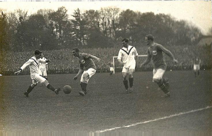 Una escena de la final de la FA CUP 1908/09 Manchester United F.C (Blanco) Vs Bristol City F.C. (Obscuro)