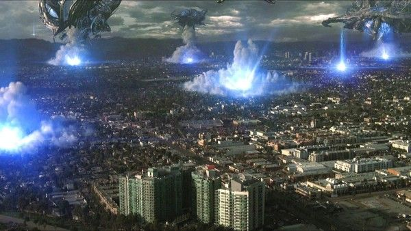 Skyline (2010) สงครามสกายไลน์ดูดโลก  เพื่อนกลุ่มหนึ่งที่ปาร์ตี้กันบนคอนโดหรู จาร์รอด และ อีเลน เดินทางไปร่วมงานวันเกิดของ เทอร์รี่ เพื่อนสนิทและแฟนสาว แคนดิส ที่เมืองลอสแองเจลิส แต่เมื่อแสงประหลาดถูกส่องลงมาจากท้องฟ้าก่อนที่ดวงอ าทิตย์จะขึ้นเพียงสองชั่วโมง