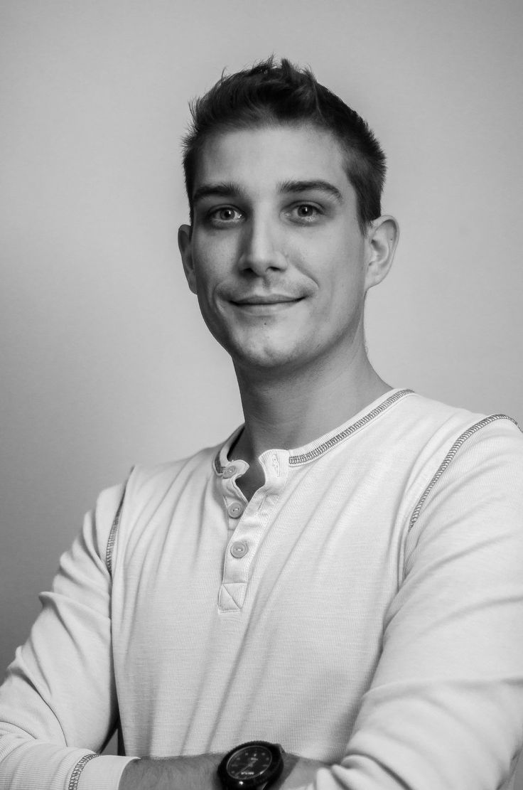 https://flic.kr/p/MAUp1f | Self portrait | Testing my lighting set up, self portrait