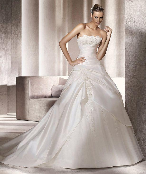 #Abito da #sposa molto decorato color panna