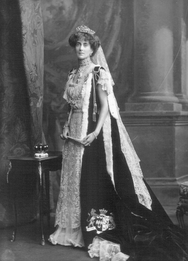 countess+coronation+robe | Sitter : Helena Violet Alice, Countess of Stradbroke (d. 1949), née ...