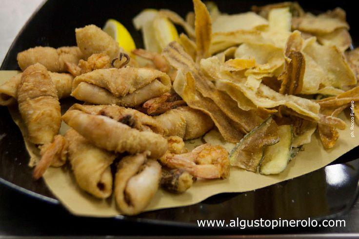 Frittura di calamari e gamberi con julienne di verdure #Pinerolo #italianfood #welovefish #food #foodblogger #foodlovers