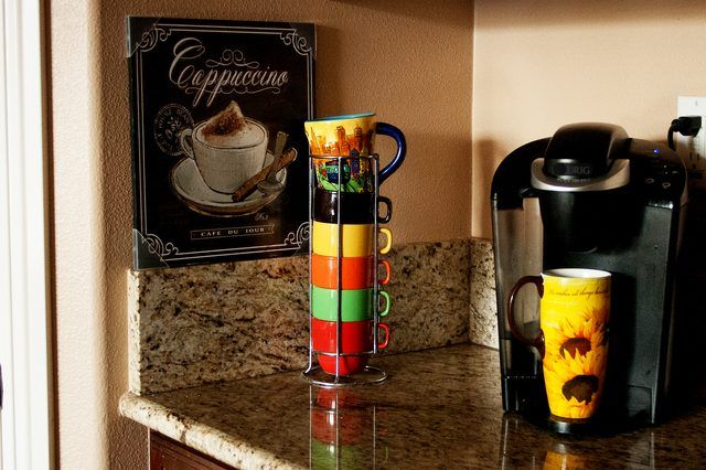 How to Decorate a Coffee Themed Kitchen