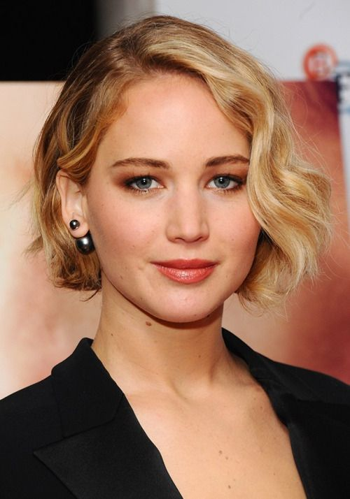 yahoo-style-uk:      We spoke to the stylists at Nicky Clarke and cruelty-free make-up artist Justine Jenkins to discover how we could re-create J-Law's flawless red carpet beauty look at home.    Jen