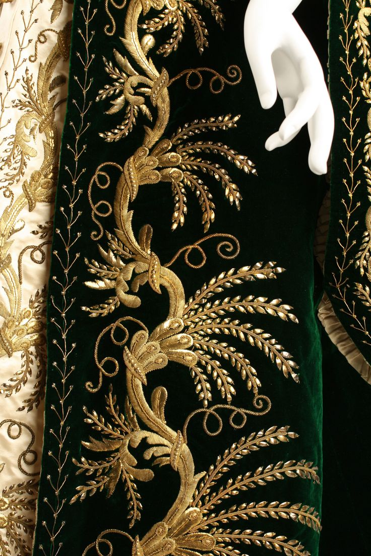 Court dress of a lady in waiting, about 1900. Metropolitan Museum. 1977.398a–c r #embroidery #afs 12/5/13