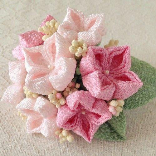 〈つまみ細工〉紫陽花の髪飾り(大・ピンクと淡桜)