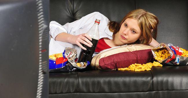 Cibo spazzatura rende pigri e porta all'obesità