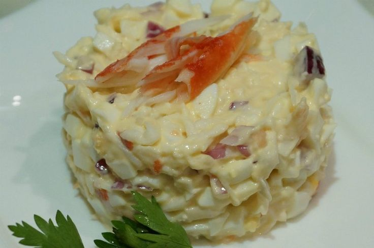 Crab salad with onions and egg.